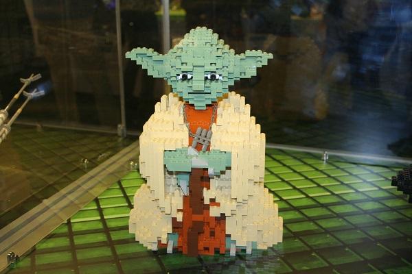 Výstava modelů Lego kostek očima autistických dětí