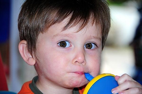 Autisté mají vyšší citlivost na oční kontakt