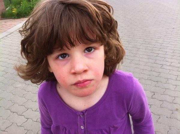 Děti úplňku bijí hlavou za lepší služby pro autisty