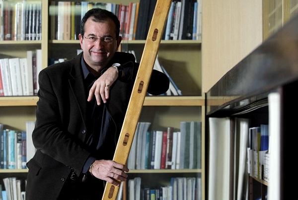 """Prof. Cyril Höschl: Duševně nemocní by měli """"vylézt zkouta"""""""