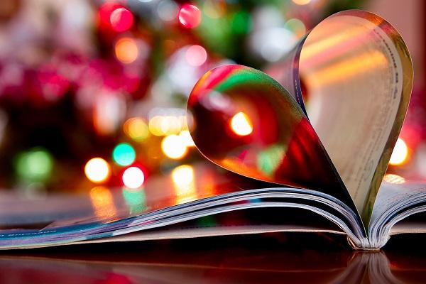 Pod stromeček hromadu knih, které mají duši